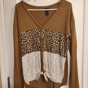 Buckle Daytrip Leopard Top